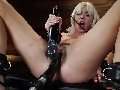 Sex toys can please the sexual desires of hot blonde Lilly Bell