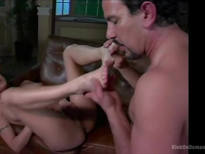 Amateur gets daddy to fuck her pussy in rough modes