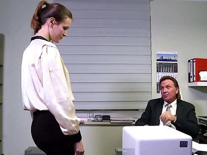Die junge Sekretaerin ist leider dauergeil