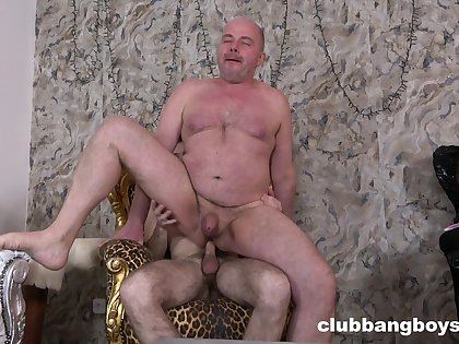 Full anal pleasures for my gay stepdad