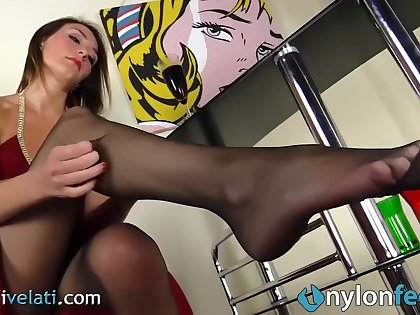 Sexy Teen In Pantyhose Takes Off Her Louboutins So Kate